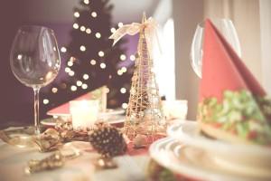 photo-soft-christmas-table-setting